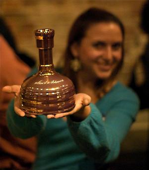 Kuhmen.ru мало того, что пиво Utopias производства компании Samuel Adams продается в такой красивой бутылке, так оно же еще и самое дорогое в мире пиво.