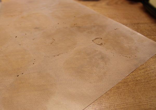 Kuhmen.ru - Эксперимент с антипригарными ковриками: Третье впечатление. Коврики из стекловолокна после использования остаются грязными… Точнее - на них видны следы от пребывания булочек. Как то не очень…